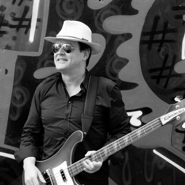 Gustavo Gómez - Voz y bajo de The Generation